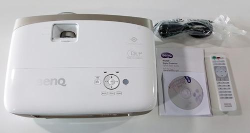 Máy chiếu Benq W2000 và phụ kiện kèm theo